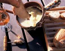 Dégustation d'une spécialité fromagère de Haute-Saône : la cancoillotte